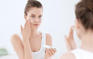 05d7ab74e Maquillaje para la piel propensa al acné   Acné   Eucerin