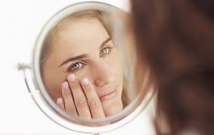 868fa3271 Las puntas de los dedos limpias son la forma más higiénica de aplicar el  producto de base.